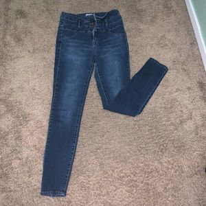 Refuge Size 4 jeans no holes high waisted 3 button